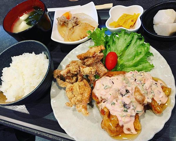 高石市綾園、家庭料理みきではお弁当やお惣菜をお持ち帰りいただけます。