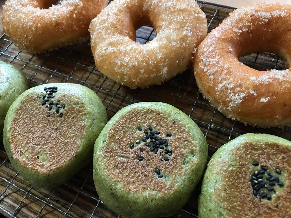高石市、高師浜駅。オーガニック自家製酵母パン各種 餅入りヨモギ米粉あんぱん いちじくクリームチーズ